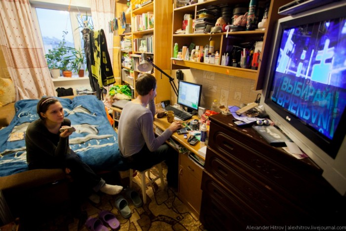 Как устроена жизнь в коммунальной квартире нашего времени (7 фото)