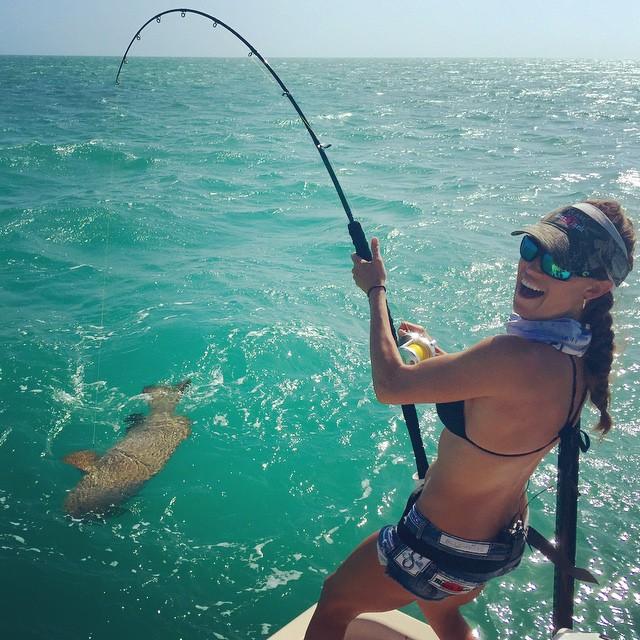 Сексуальные девушки на рыбалки