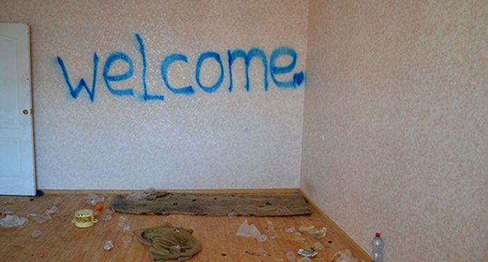 В Сочи на разграбление оставлен коттеджный поселок для олимпийских переселенцев (21 фото)