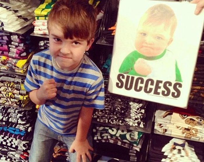 """Благодаря юному герою мема """"Успешный ребёнок"""" его семья собрала деньги на дорогостоящую операцию (7 фото)"""