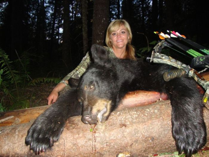 Зоозащитники со всего мира осудили американку Ребекку Фрэнсис, убившую жирафа (14 фото)