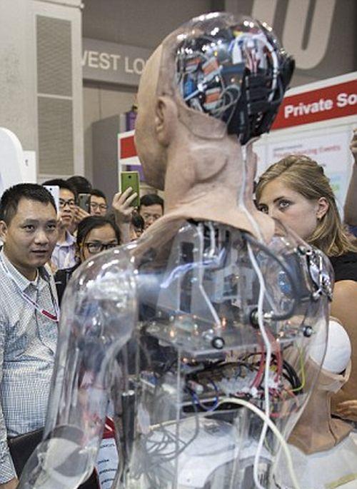 На выставке в Гонконге показали робота с мимикой (7 фото + видео)