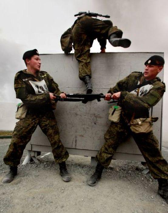 Физподготовка служащих некоторых армий и отрядов спецназначения (13 фото)