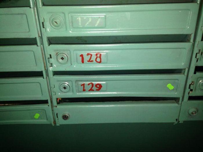 Таинственные метки на почтовых ящиках многоквартирных домов (7 фото)