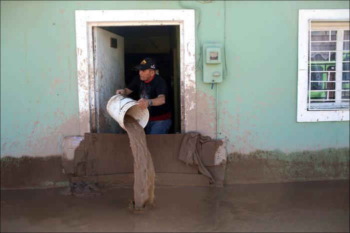 Последствия сильнейшего наводнения в Чили (19 фото)