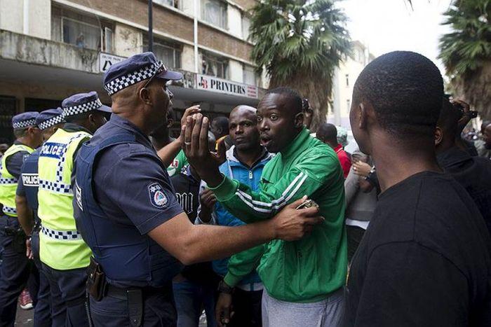 В ЮАР вспыхнули массовые беспорядки из-за трудовых мигрантов (30 фото)