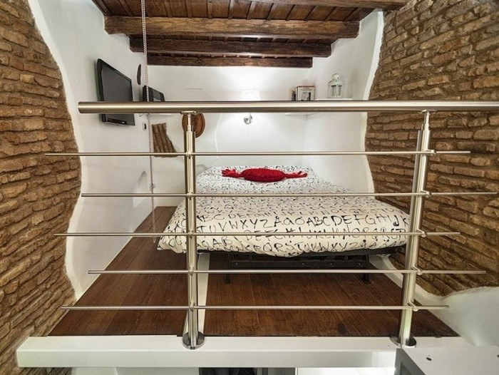 Уютная римская квартира площадью в 7 квадратных метров (12 фото)