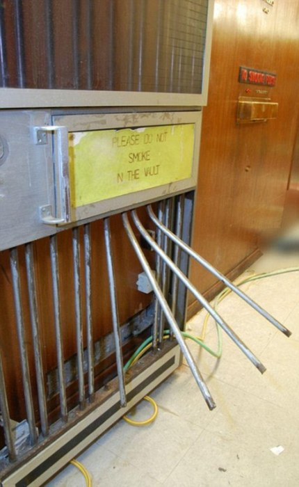 Скотланд-Ярд опубликовал фотографии ограбленного ювелирного квартала Хаттон-Гарден (10 фото)