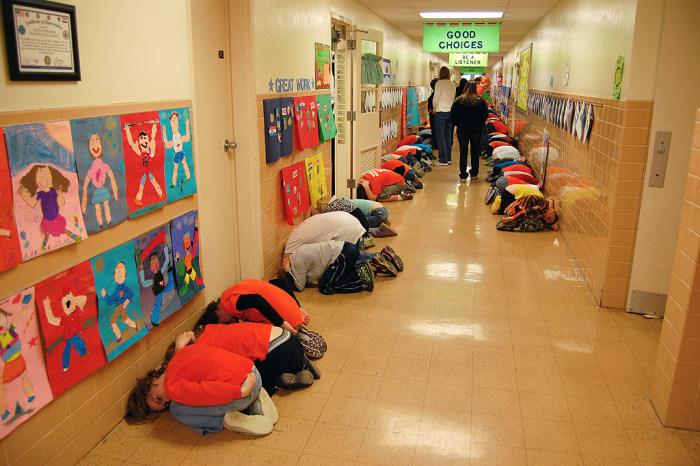 Отгадайте, чем занимаются учащиеся американской школы?