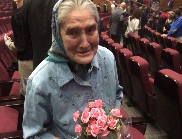 Москвичка бабушка Лида встретилась с шансонье Шарлем Азнавуром (фото + видео)