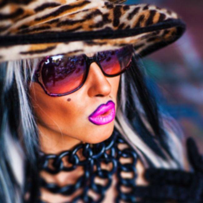 Украинская певица Кристина Каро обвинила актрису Милу Кунис в краже цыпленка (5 фото)
