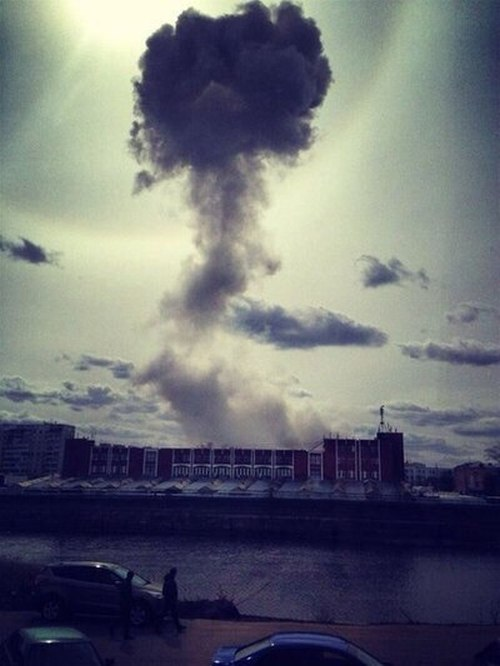 За одни сутки в Орле вспыхнули два крупных пожара (8 фото + 2 видео)