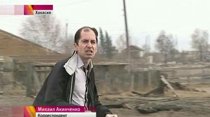 Чтобы обеспечить «эффектный фон» для сюжета журналист Первого канала поджег траву в Хакасии (2 фото + видео)