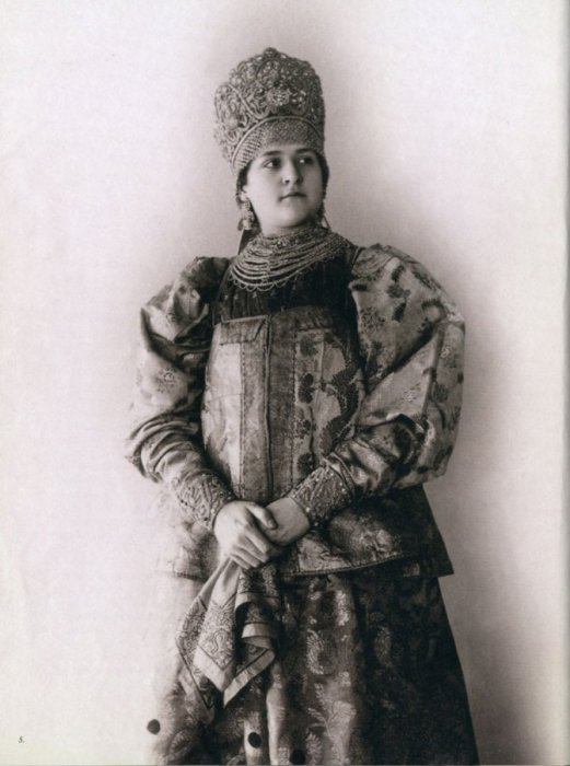 Старые фото женщин в традиционных русских нарядах (25 фото)