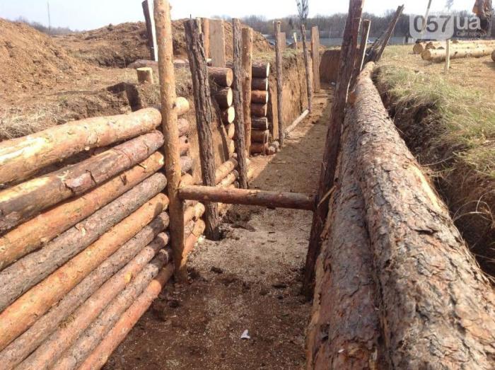 Под Харьковом строят оборонительный рубеж (7 фото)