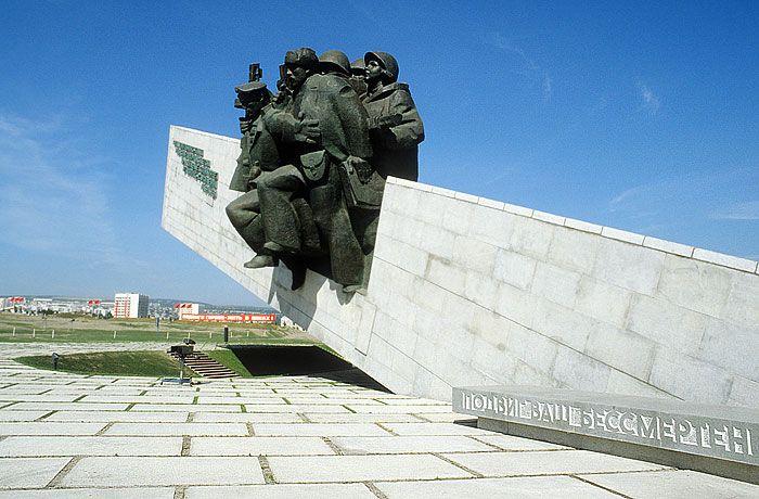 За танец у мемориала «Малая земля» в Новороссийске танцовщицы получили по 10 - 15 суток ареста (2 фото + видео)