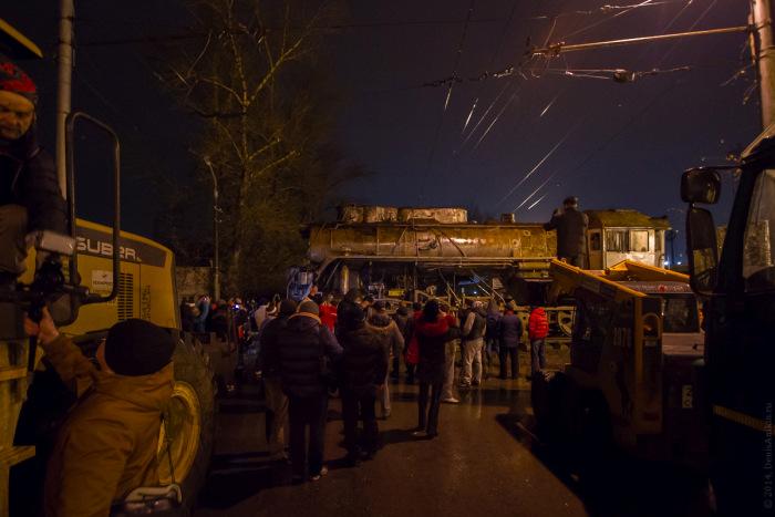 Как происходила установка паровоза-памятника в Саратове (29 фото)
