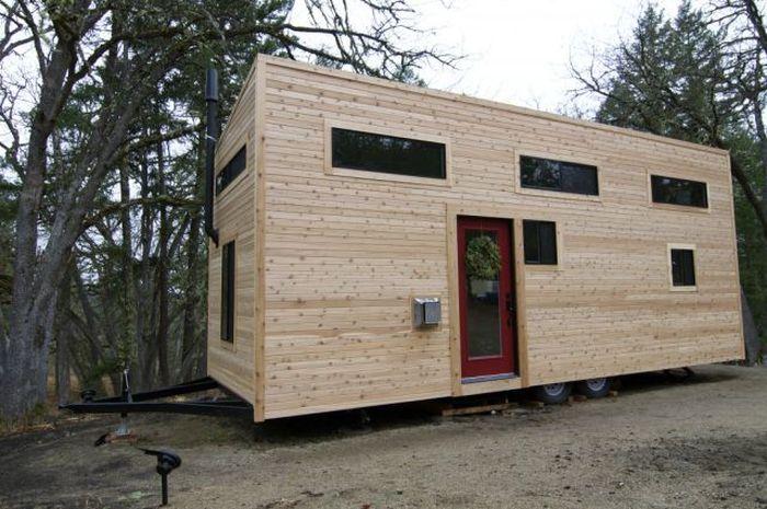 Уютный дом в вагончике (19 фото)