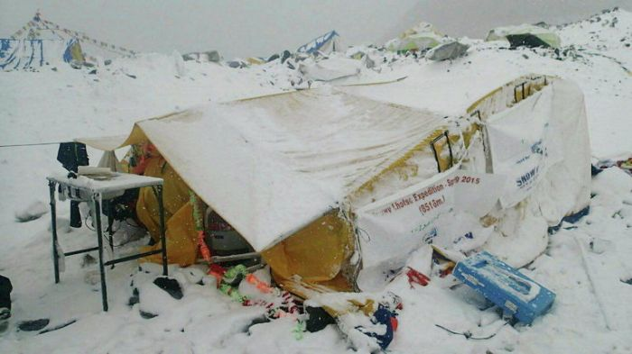 Землетрясение в Непале спровоцировало сход лавины на Эвересте (14 фото + видео)
