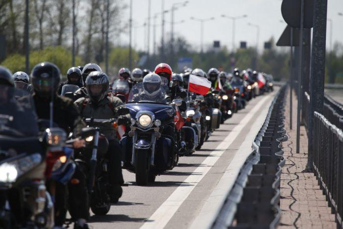 Колонну байкеров мотоклуба «Ночные волки» не пустили в Польшу (16 фото)