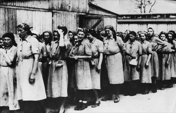 Фото людей в концлагере дахау голых женщин 14492 фотография