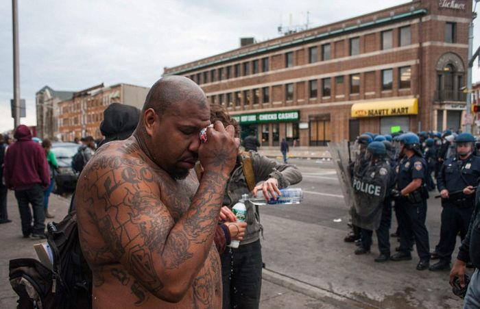 Из-за смерти афроамериканца в Балтиморе начались массовые беспорядки (30 фото)