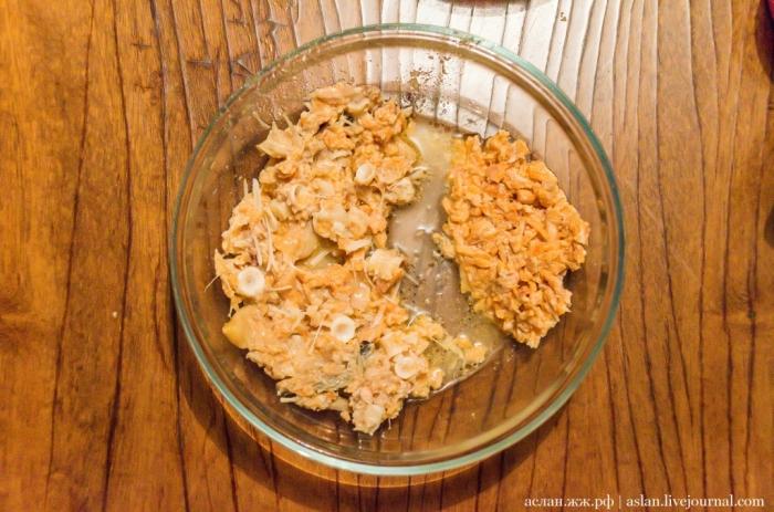Мусор, спрятанный в консервах (4 фото)