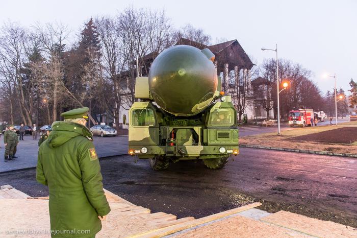 Мобильный ракетный комплекс «Тополь» прибыл на ВДНХ (23 фото)