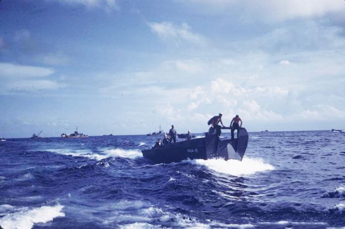 Атолл Улити: из крошечного острова в крупный военный город и обратно (21 фото)