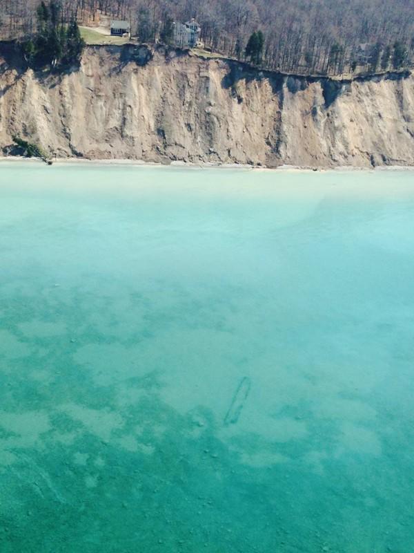 Озеро Мичиган «показало» затонувшие корабли (6 фото)