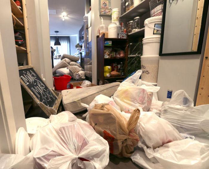 Шумная вечеринка в арендованном доме закончилась огромным ущербом (15 фото)