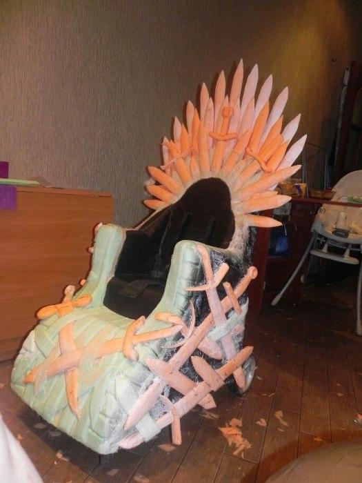 Фотоотчет и инструкция по созданию Железного трона из старой детской коляски (22 фото)