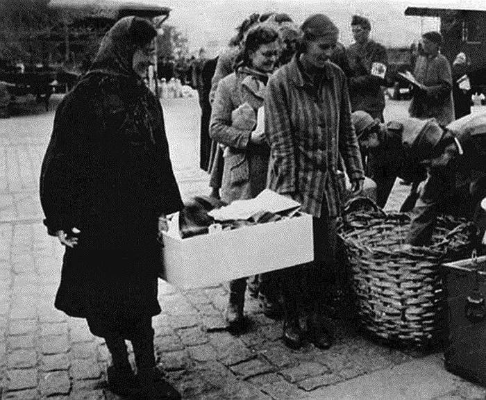 Печальная история женского концлагеря Равенсбрюк (11 фото)