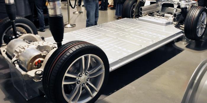 Из чего состоит аккумулятор электромобиля Tesla Model S? (12 фото)