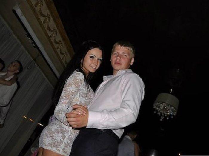 Харьковская выпускница в просвечивающем платье (10 фото)