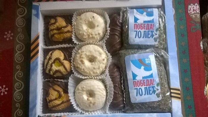 В Алтайском крае ветеранов поздравили открыткой, печеньем и неизвестной травой (5 фото)