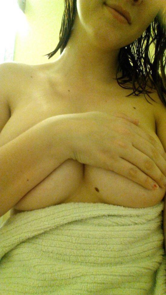 Девушки без бюстгальтеров (45 фото)