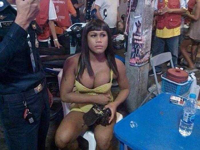 В Таиланде отвергнутый трансвестит разбил туристу голову (5 фото)