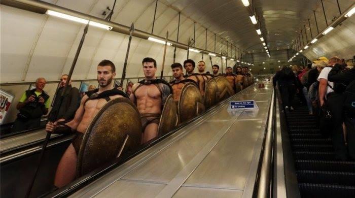 Древние воины в лондонском метро (10 фото)
