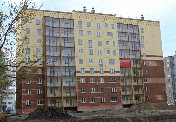 Челябинская новостройка с ассиметричными окнами (3 фото)