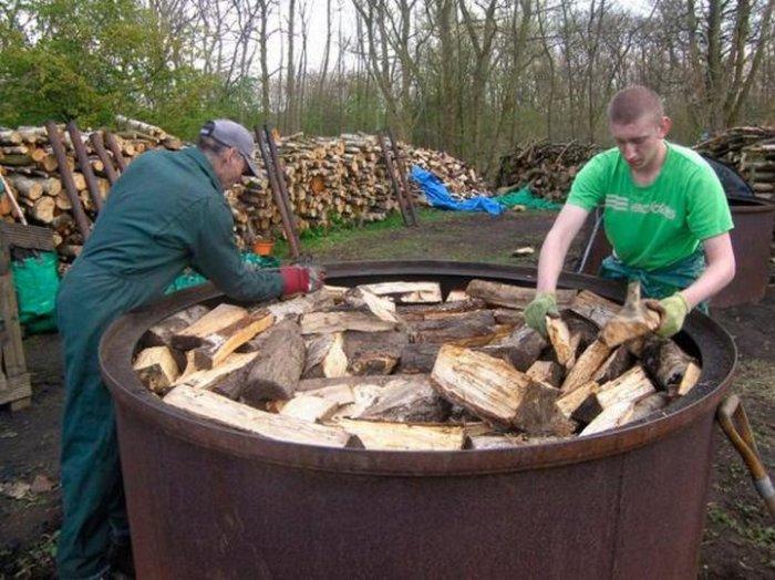 Производство древесного угля (8 фото)