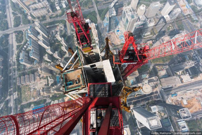 Руферы из России поднялись на самую высокую стройку мира (7 фото + видео)