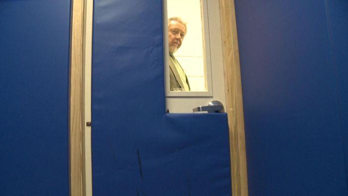 Комнаты для усмирения буйных учеников в США (7 фото)