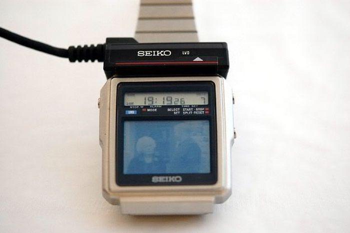 Первые в мире часы с телевизором. 1982 год (5 фото)