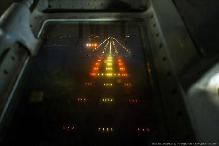 Взгляд на землю из кабины штурмана самолета Ил-76 (16 фото + видео)