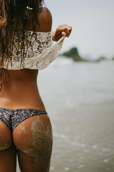 Девушки в песке (34 фото)