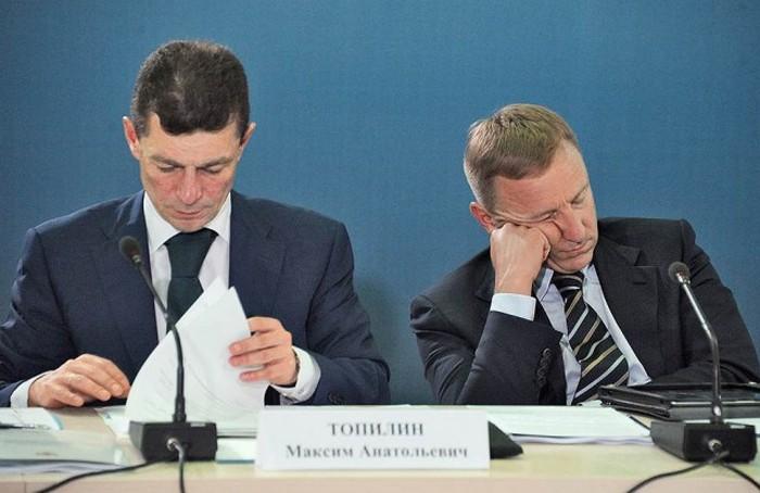 Политики, которые не боятся спать на работе (23 фото)