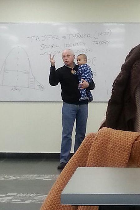 Австралийский профессор, который умеет находить общий язык с детьми (3 фото)