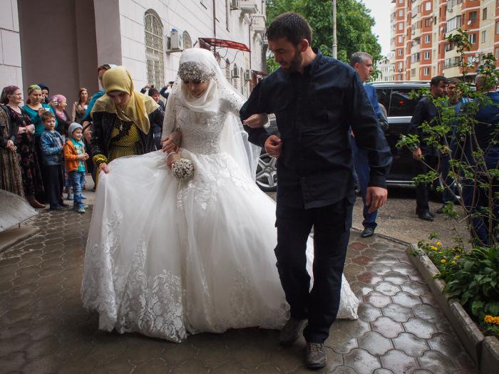 В Грозном школьница вышла замуж за 46-летнего начальника РОВД Нажуда Гучигова (6 фото   видео) »