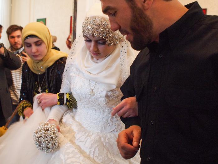 В Грозном школьница вышла замуж за 46-летнего начальника РОВД Нажуда Гучигова (6 фото + видео)